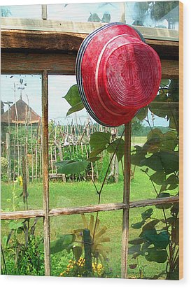 Red Hat By Jan Marvin Wood Print