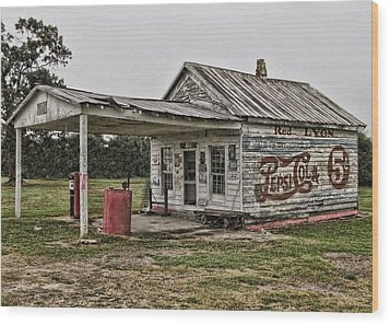 Red Lyon Country Store Wood Print by Victor Montgomery