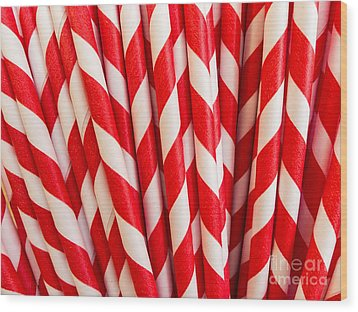Red Paper Straws Wood Print by Edward Fielding