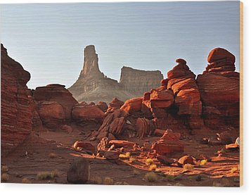 Red Rock And Spire Wood Print by Marty Koch