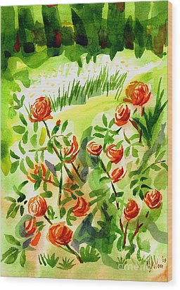 Red Roses With Daisies In The Garden Wood Print by Kip DeVore