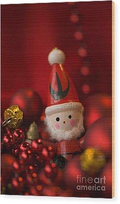 Red Santa Wood Print by Anne Gilbert