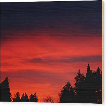 Red Sky In  The Bitterroot  Wood Print by Larry Stolle