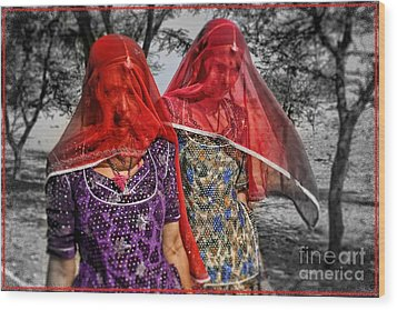 Red Veils In Rajasthan Wood Print by Henry Kowalski