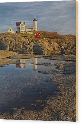 Reflecting On Nubble Lighthouse Wood Print by Susan Candelario