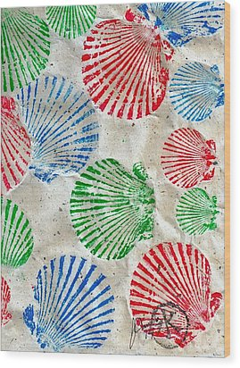 Rgb - Scallop Beach Wood Print