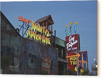 Ripleys Haunted Adventure And The Gay Dolphin-myrtle Beach South Carolina Wood Print by Suzanne Gaff