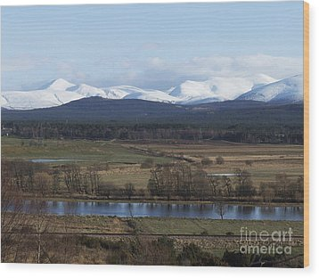 River Spey And Cairngorm Mountains Wood Print by Phil Banks