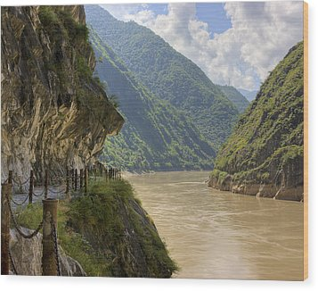 River Yangzi Wood Print by Ray Devlin