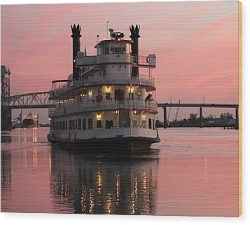 Riverboat At Sunset Wood Print by Cynthia Guinn