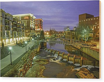 Riverplace In Downtown Greenville Sc At Twilight Wood Print