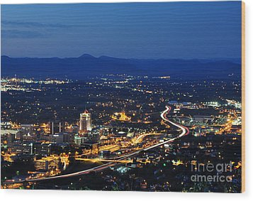 Roanoke City As Seen From Mill Mountain Star At Dusk In Virginia Wood Print by Paul Fearn