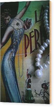 Roaring Twenties Elegance And Pearls Wood Print