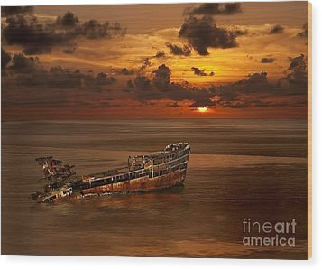 Wood Print featuring the digital art Roatan Shipwreck by Shirley Mangini