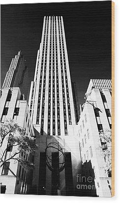 Rockefeller Center Wood Print by John Rizzuto