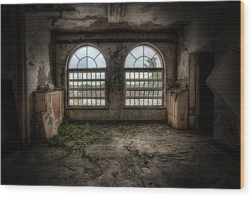 Room With Two Arched Windows Wood Print by Gary Heller