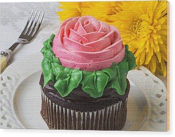 Rose Cupcake Wood Print by Garry Gay