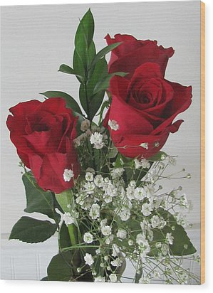Wood Print featuring the photograph Roses And Babys Breath by Margaret Newcomb