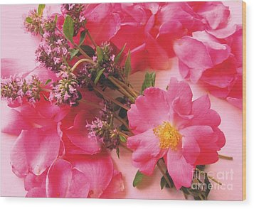 Roses In Thyme Wood Print