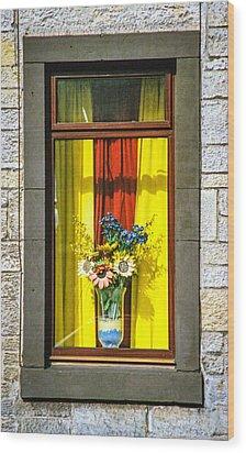 Roslin Window Wood Print by Ross Henton