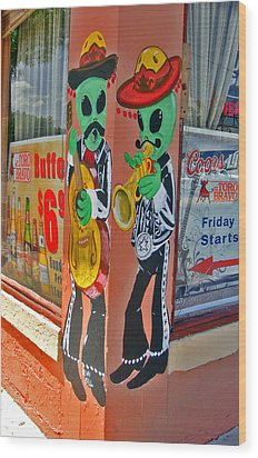 Roswell Aliens Wood Print by Gregory Dyer