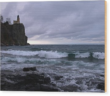 Rough Surf At Split Rock Wood Print by James Peterson