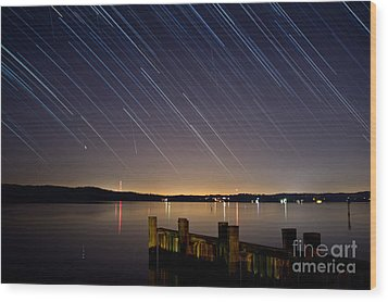 Round Bay Startrails And A Meteor Shower Wood Print by Benjamin Reed