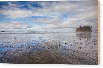 Ruby Beach Wood Print by Anthony J Wright