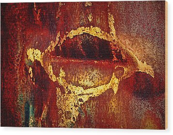 Rusty Kiss Wood Print