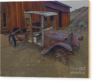 Rusty Old Vintage Car Wood Print