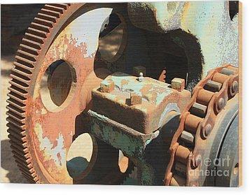Rusty Wheel Gear Wood Print by Carol Groenen