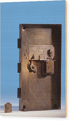 Safe Door From The Titanic Wood Print by Science Photo Library
