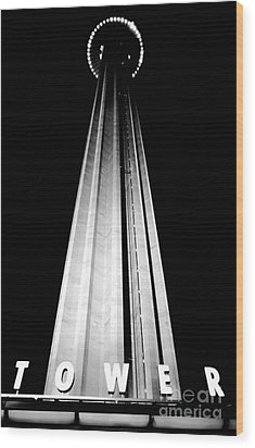 San Antonio Tower Of The Americas Hemisfair Park Space Needle Tower Restaurant Black And White Wood Print by Shawn O'Brien