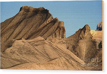 Sand Dunes In Capital Reef Wood Print by Eva Kato