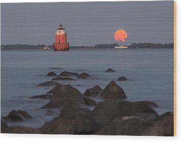 Sandy Point Lighthouse Moonrise Wood Print by Jennifer Casey
