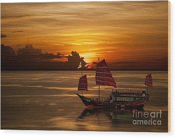 Sanpan Sunset Wood Print by Shirley Mangini