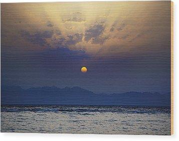 Saudi Sunrise Wood Print by David Davies