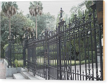 Savannah Georgia Mansion With Black Rod Iron Gates Wood Print by Kathy Fornal
