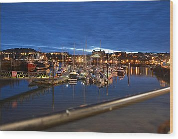 Scarborough Bay Wood Print by Dave Woodbridge