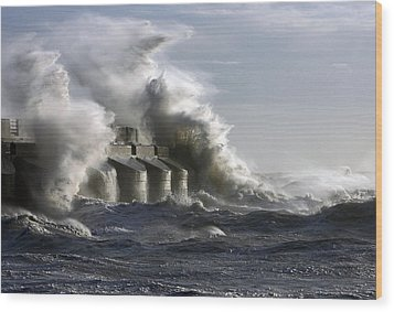 Sea Spray Wood Print by Barry Goble
