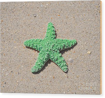Sea Star - Green Wood Print by Al Powell Photography USA