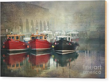 Wood Print featuring the photograph Seahouses Harbour In Mist by Brian Tarr