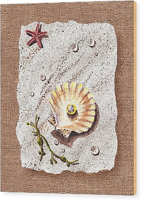 Seashell With The Pearl Sea Star And Seaweed  Wood Print by Irina Sztukowski