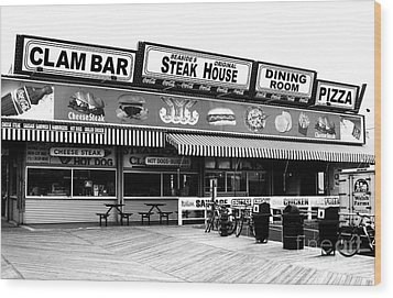 Seaside Dining Wood Print by John Rizzuto