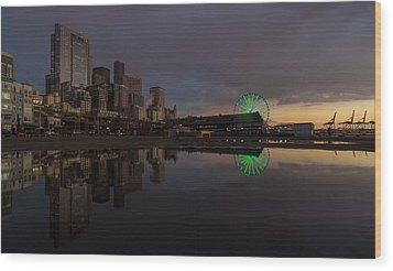 Seattle Cityscape And The Wheel Wood Print by Mike Reid