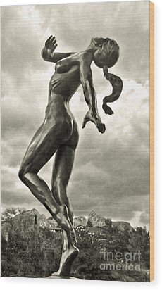 Sedona Arizona Statue In Sepia Wood Print by Gregory Dyer