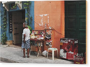 Senora De Cartagena Wood Print by John Rizzuto