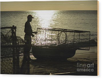 Setting Traps Wood Print by Rene Triay Photography