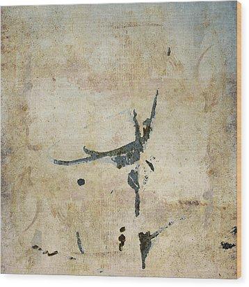 She Flies Wood Print by Carol Leigh