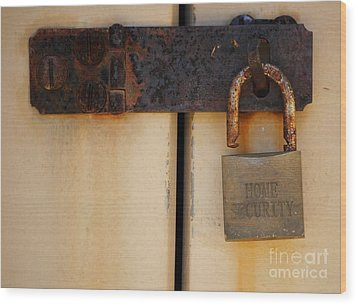 Shed Lock   Wood Print by Bobby Mandal